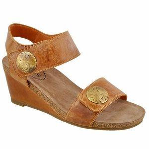 Taos Carousel 2 wedges sandals euro 38 brown